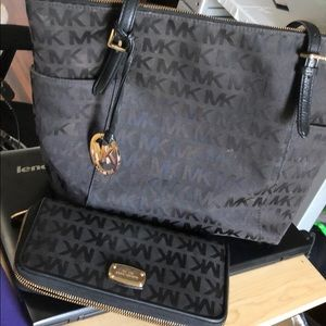 Michael Kors Large Tote w/ matching wallet